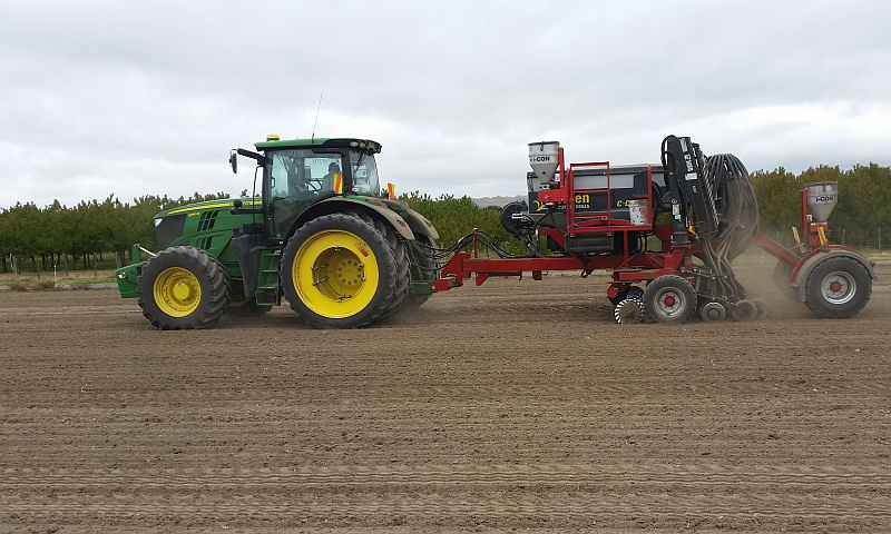 Mike Kettle Contracting drilling oats and mustard