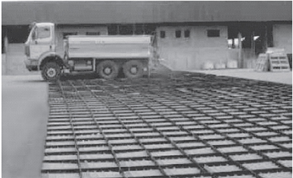 "1400 tray matrix used to collect 18 simultaneous transverse tests on a Transpread ""W"" twin chain spreader From Lawrence, 2006"